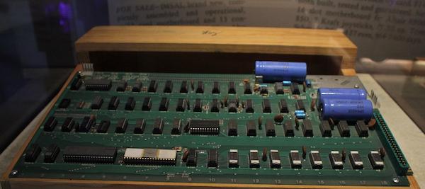 """Apple-1 von 1976 mit Autogramm """"WOZ"""" von Steve Wozniak im Computer History Museum"""