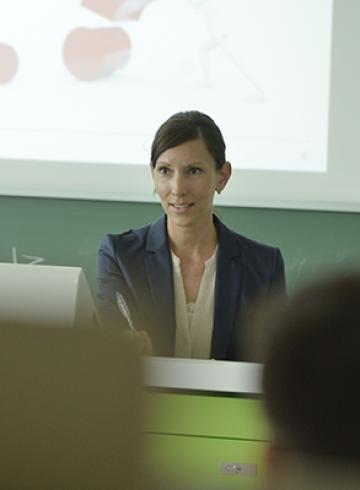 Wissenschaftliche Mitarbeiterin. Dr. Sabrina Backs. Universität Bielefeld Fakultät für Wirtschaftswissenschaften Zentrum für Unternehmensgründung (ZUg)