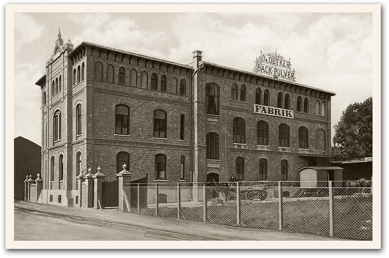 1900: Dr. Oetkers Erstes Firmengebäude in der Lutterstrasse, Bielefeld. (c) Dr. Oetker Deutschland