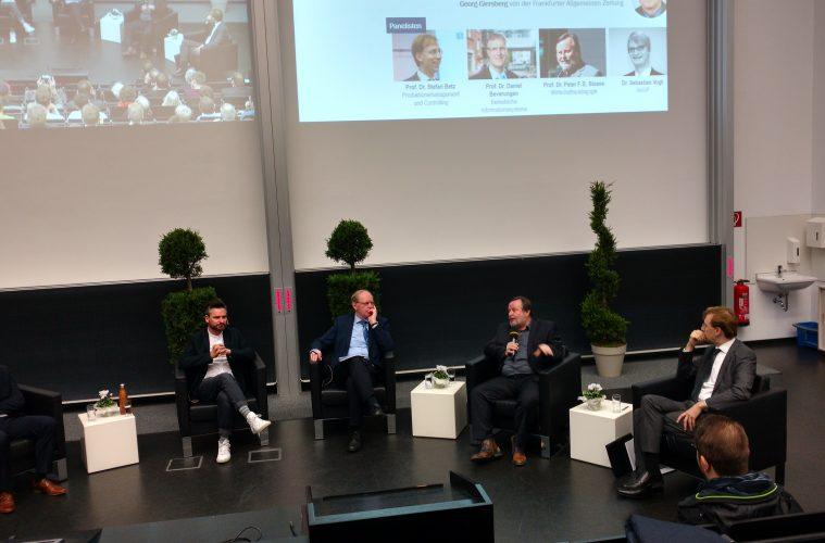 Dr. Frederik G. Pferdt von Google zu Gast in Paderborn.